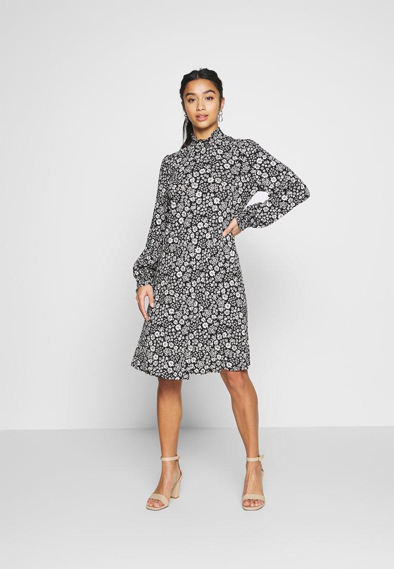 Wallis Petite - DAISY DITZY SHIRRED CUFFING SWING DRESS - Jersey dress - black