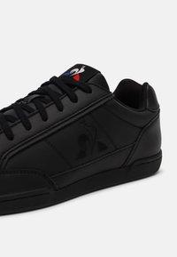 le coq sportif - TOURNAMENT UNISEX - Sneakers laag - triple black - 5