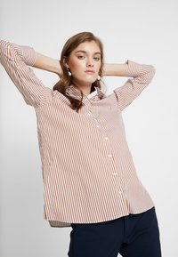 Rich & Royal - STRIPED BLOUSE - Skjortebluser - ginger brown - 0