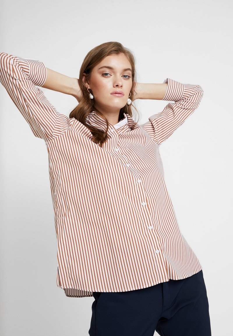 Rich & Royal - STRIPED BLOUSE - Skjortebluser - ginger brown