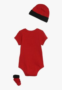 Jordan - JUMPMAN BOOTIE SET - Jumpsuit - gym red/black - 1
