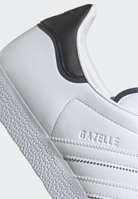 adidas Originals - GAZELLE - Trainers - white - 10