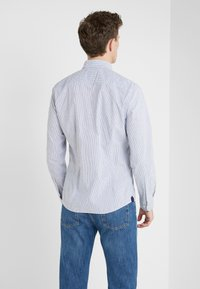 HKT by Hackett - BENGAL - Camicia - white/navy - 2