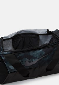 Nike Performance - DUFF UNISEX - Sports bag - light smoke grey/black/metallic cool grey - 3
