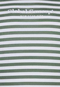 Johnny Bigg - GLOBAL STRIPE LONGLINE TEE - Print T-shirt - green - 2