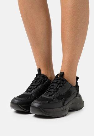 ROCKY - Sneakersy niskie - black