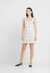 Miss Selfridge - PINNY DRESS - Robe d'été - ivory - 1