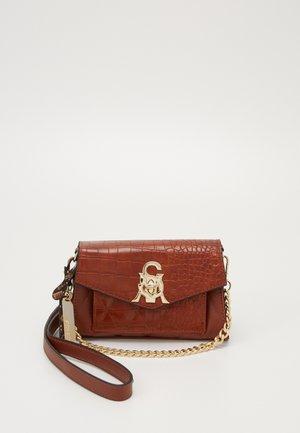 BMERRY - Håndtasker - cognac