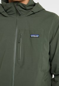 Patagonia - QUANDARY - Giacca outdoor - alder green - 7