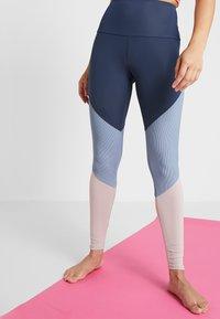 Onzie - HIGH RISE TRACK LEGGING - Collants - blue - 0
