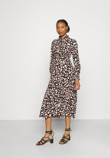 PCMFALISHI SHIRT DRESS - Vestido camisero - black
