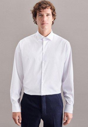 PERFORMANCE SHAPED - Zakelijk overhemd - weiss
