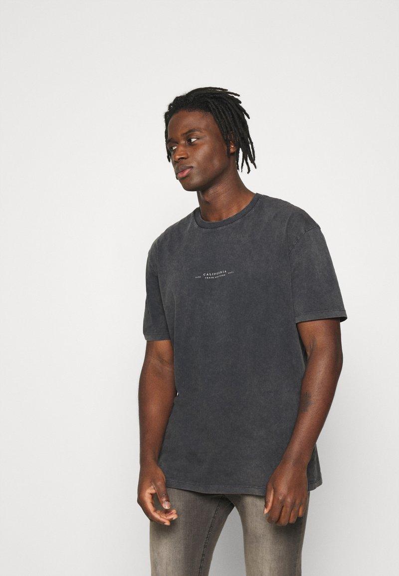Topman - BIRD ON FIRE WASH PRINT  - Print T-shirt - black