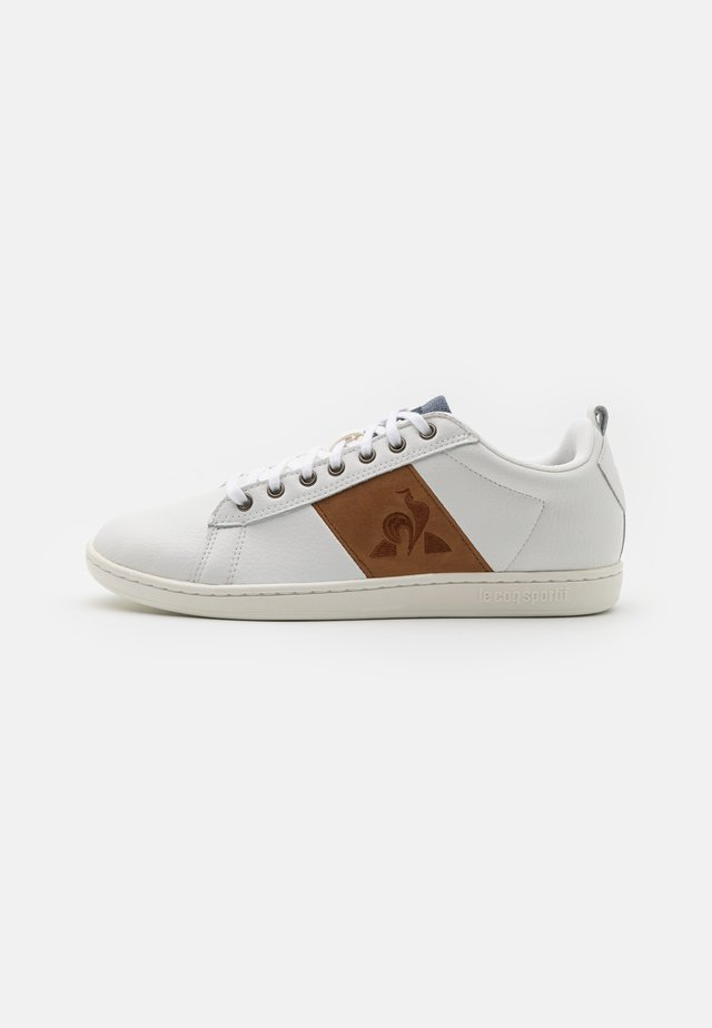 COURTCLASSIC UNISEX - Sneakers basse - optical white/cognac