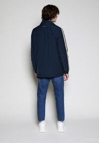 Lyle & Scott - ARCHIVE TWIN POCKET RELAXED FIT - Tunn jacka - dark navy - 2
