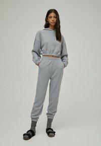 PULL&BEAR - Pantaloni sportivi - grey - 1