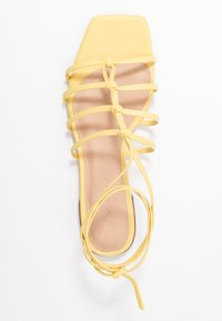 NA-KD - CROSSED STRAPS FLATS - Sandály - light yellow - 3