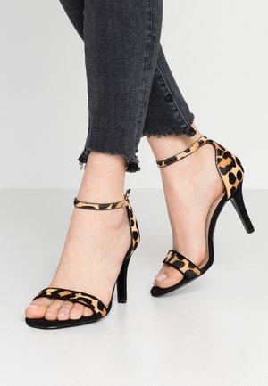 WIDE FIT MYDRO - Højhælede sandaletter / Højhælede sandaler - brown