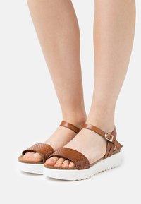 Grand Step Shoes - EDEN - Platform sandals - whisky - 0