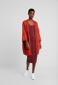 YAS Tall - YASSUNDAY CARDIGAN - Strikjakke /Cardigans - rooibos tea - 1
