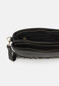 Valentino Bags - PIPER - Across body bag - nero - 2