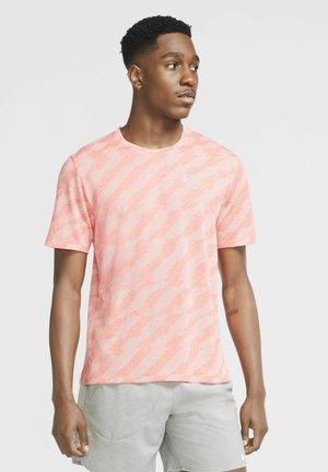 Print T-shirt - bright crimson/crimson tint