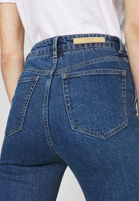 Neuw - MARILY - Bootcut jeans - blue denim - 5