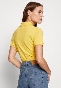 Lacoste LIVE - T-shirt imprimé - yellow - 2