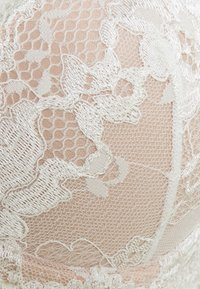 Pour Moi - AMOUR PADDED BRA - T-shirt bra - ivory/champagne - 2