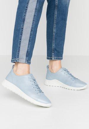 FLEXURE W - Trainers - dusty blue metallic