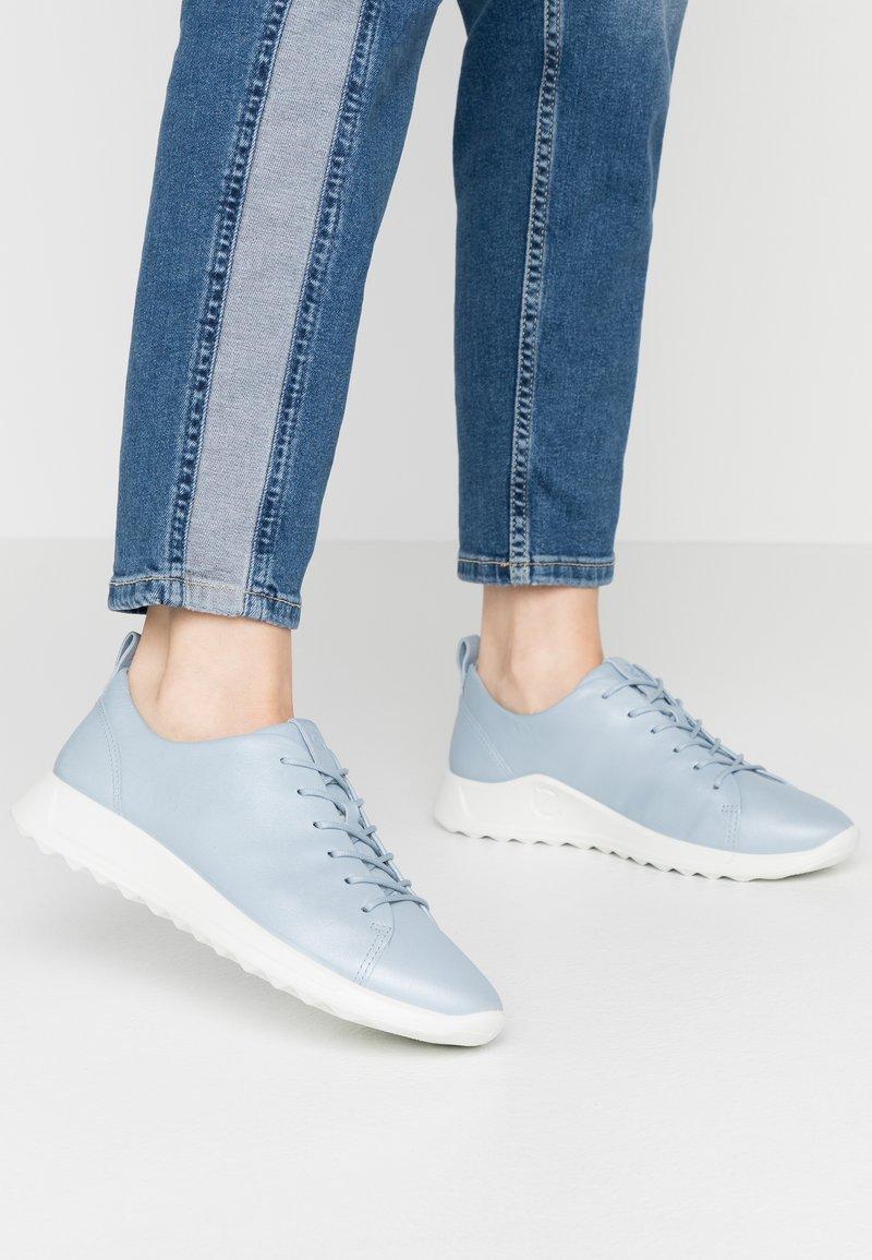 ECCO - FLEXURE RUNNER - Sneakersy niskie - dusty blue metallic