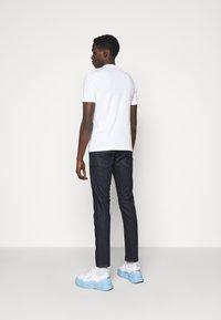 Versace Jeans Couture - MARK  - T-shirt imprimé - white - 2