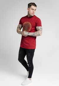 SIKSILK - LION TEE - T-shirt print - deep red - 1