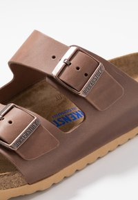 Birkenstock - ARIZONA SOFT FOOT BED - Domácí obuv - antique pull espresso - 5