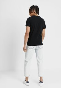 Calvin Klein Jeans - MONOGRAM POCKET SLIM TEE - Print T-shirt - black - 2