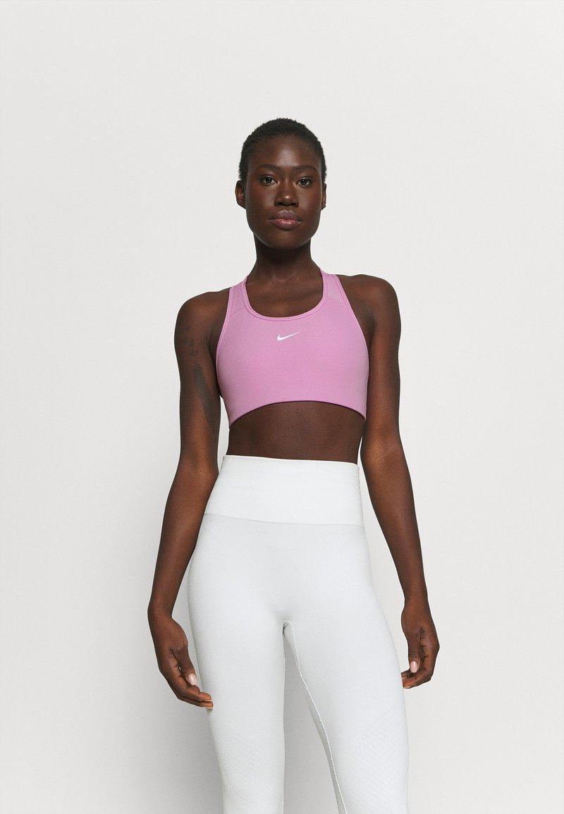 Nike Performance - BRA - Sujetadores deportivos con sujeción media - beyond pink/white