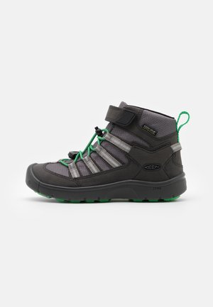 HIKEPORT 2 SPORT MID WP UNISEX - Trekingové boty - black/irish green