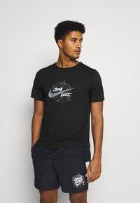 Nike Performance - MILER - T-shirt print - black/silver - 0