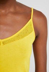 Anna Field - Top - spectra yellow - 4