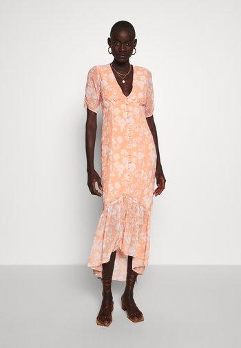 Koktejlové šaty/ šaty na párty - pastel orange