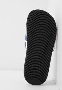 Nike Performance - KAWA SLIDE  - Sandály do bazénu - black/white - 4