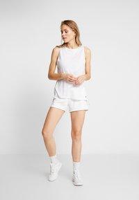 Reebok - LINEAR LOGO ELEMENTS SPORT SHORTS - Sports shorts - white - 1
