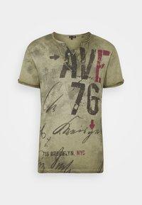 Key Largo - OUTCOME BUTTON - Print T-shirt - military green - 4