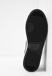 HUB - INDUSTRY - Sneakers high - black/white - 4