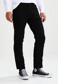 Wrangler - GREENSBORO - Straight leg jeans - black - 0