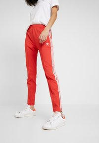 adidas Originals - SUPERSTAR SUPER GIRL ADICOLOR TRACK PANTS - Spodnie treningowe - lush red/white - 0