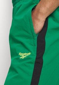 Reebok Classic - 2020-04-01 CLASSICS TWIN VECTOR TRACK PANTS - Tracksuit bottoms - green - 5