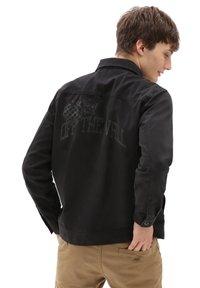 Vans - MN NEW VARSITY DRILL CHORE COAT - Denim jacket - black - 1