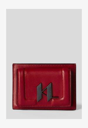Plånbok - carmin/gun