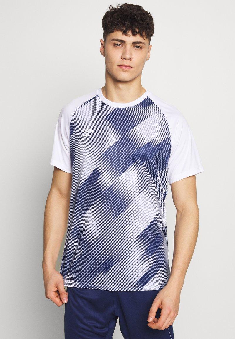 Umbro - TRAINING GRAPHIC TEE - Print T-shirt - brilliant white